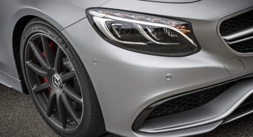 Mercedes-AMG S63 4 MATIC Cabriolet: designo allanite grey magno / AMG designo Exclusive nappa bengal red / black.  Mercedes-AMG S63 4 MATIC Cabriolet: designo allanitgrau magno / AMG designo Exclusiv Nappa AMG bengalrot / schwarz  Mercedes-AMG S 63 4MATIC Cabriolet  Kraftstoffverbrauch kombiniert:  10,4 (l/100 km), CO2-Emissionen kombiniert: 244 (g/km)   Fuel consumption, combined:   10.4 (l/100 km), CO2 emissions, combined:  244 (g/km)