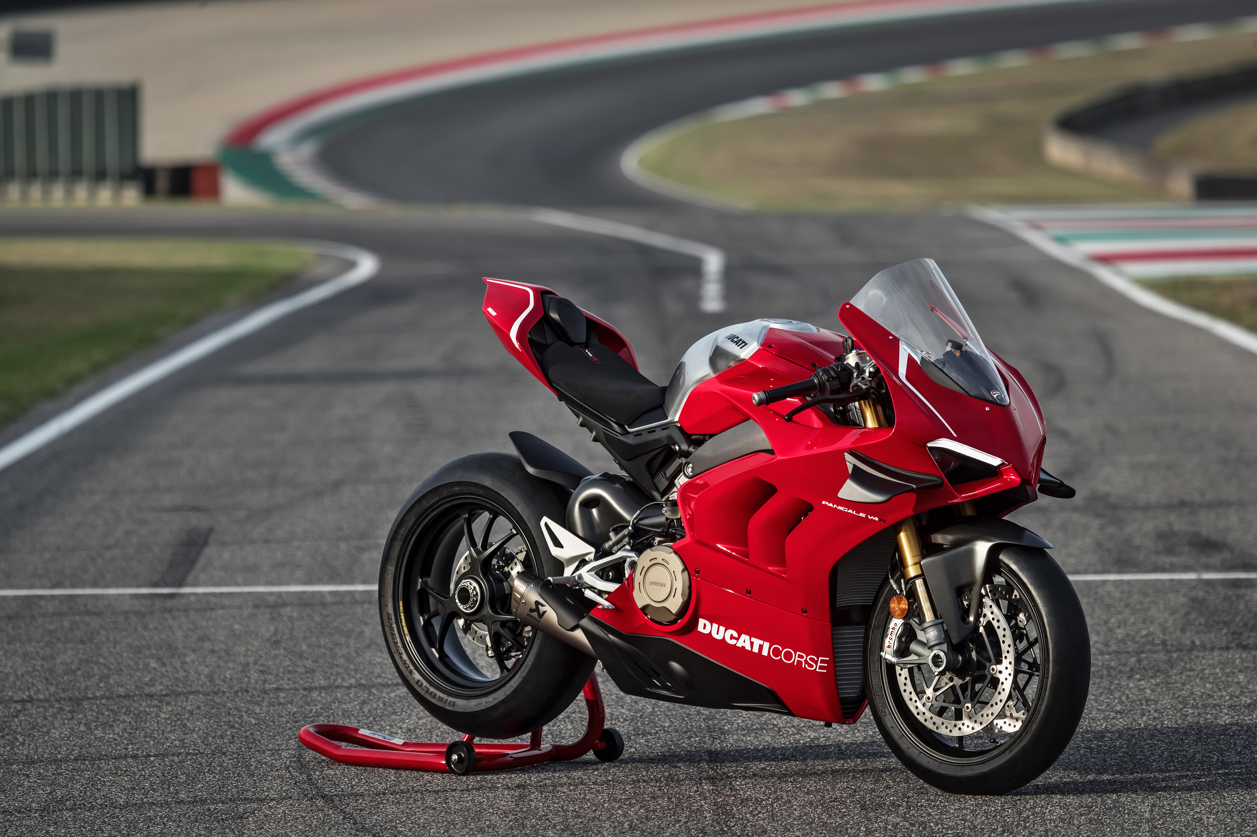 06_DUCATI PANIGALE V4 R ACTION_UC69244_Mid