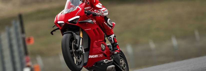 37_DUCATI PANIGALE V4 R ACTION_UC69274_Mid
