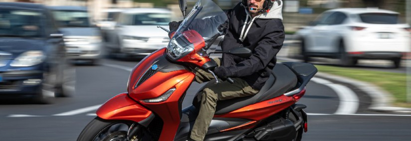 2021 Piaggio Beverly 400 S_action